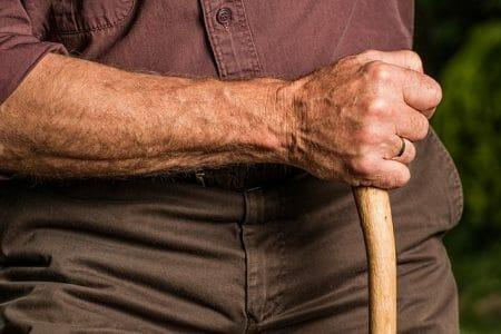 זכויות קשיש הגר בבית